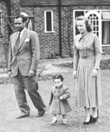 seretse_khama_e_ruth_williams_no_exc3adlio_1952